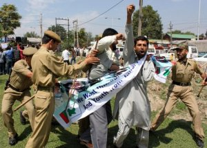 Indian Army torturing peaceful Kashmiri protestor
