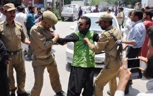 Indian Army arresting Huriyat Kashmiri Leader